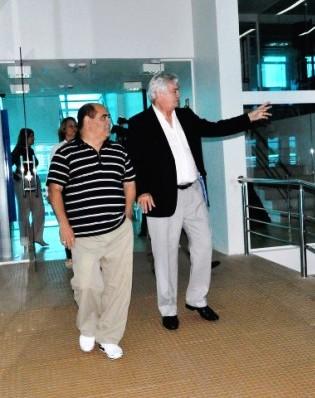 Vereador-Astro-de-Ogum-e-o-deputado-Arnaldo-Melo-no-Complexo-de-Comunicação-da-Assembleia-Legislativa-e1397534574272
