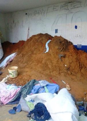 A areia acumulada para a fuga de hoje. Ninguém viu?!?