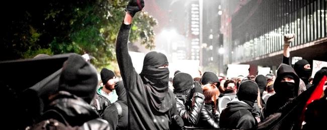 Os black blocs em ação em São Paulo: queridinhos dos comunistas