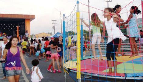 Crianças se divertem com programação da prefeitura