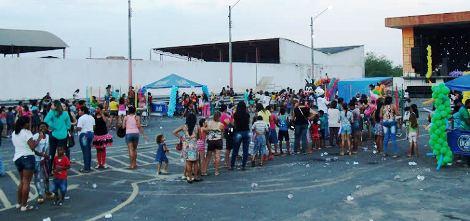 Centenas de crianças e familiares foram ao local do evento