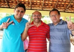 Juscelino Filho, com um aliado e o tio, Stênio