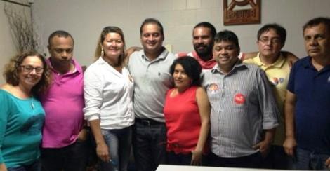 O líder do PDT em reunião pró-Dilma com petistas e comunistas