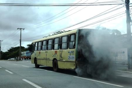 ônibus-fumaça