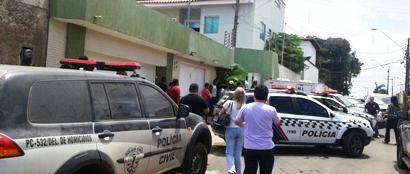 Movimentação intensa na casa do médico, hoje pela manhã (imagem: Flora Dolores)