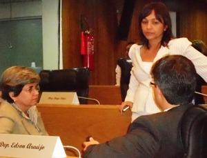 Eliziane com membros do PSDB: conversas infrutíferas