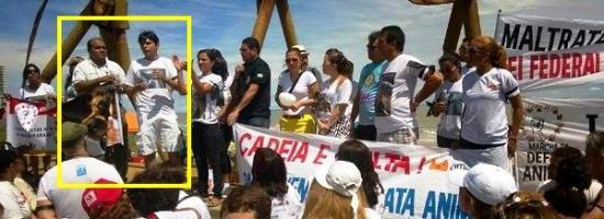 ...Ao lado do deputado Victor Mendes, em manifestação pró-animais