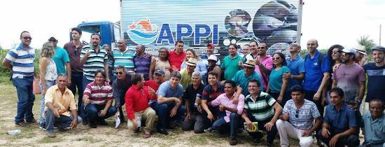 As lideranças políticas com os pescadores e técnicos
