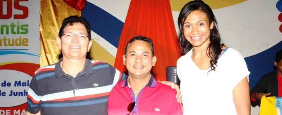 Amaury, com o secretário e Iziane