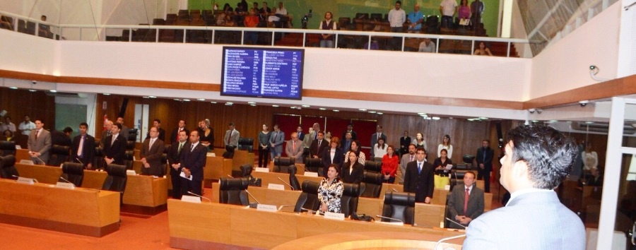 Wellington e os colega de pé, em reverência. grande momento do Parlamento