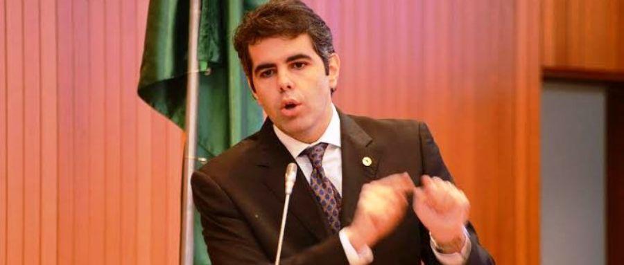 Adriano Sarney explicou aos deputados aspectos dos projetos contra poluição..