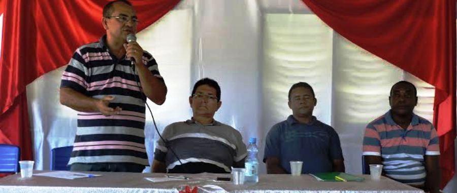 O prefeito Amaury e os técnicos da área explicaram utilização dos kits