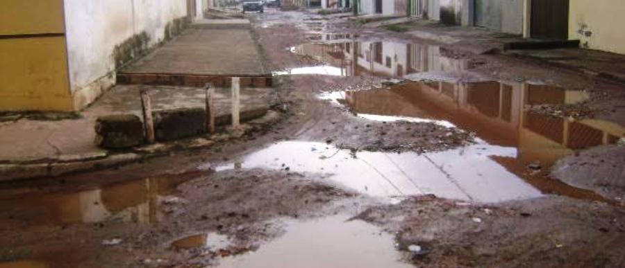 Misto de lama e buracos marcam as ruas da Cidade Opérária