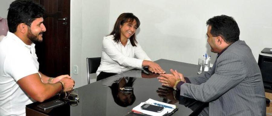 Eliziane cumprimenta o deputado Josimar: articulação pré-eleitoral