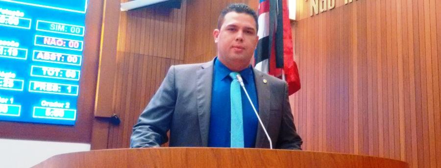 Macedo foi relator da proposta do governo