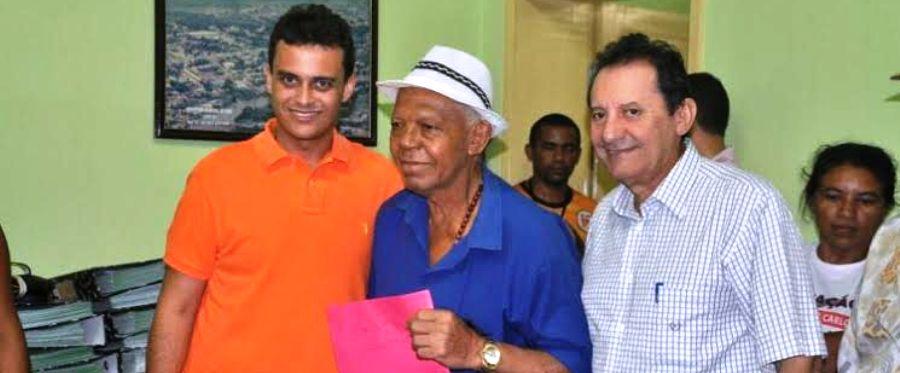Em Codó, com o prefeito Zito, Glalbert esteve reunido com representantes de agremiações folclóricas da cidade.