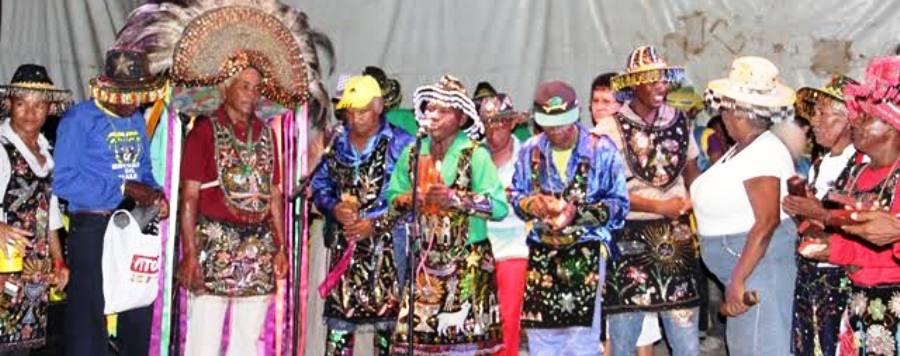 O colorido dos grupo de bumba-boi marcaram o evento