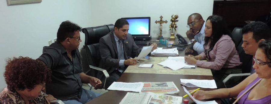 Inácio ncom a comissão de professores na Asselbmea