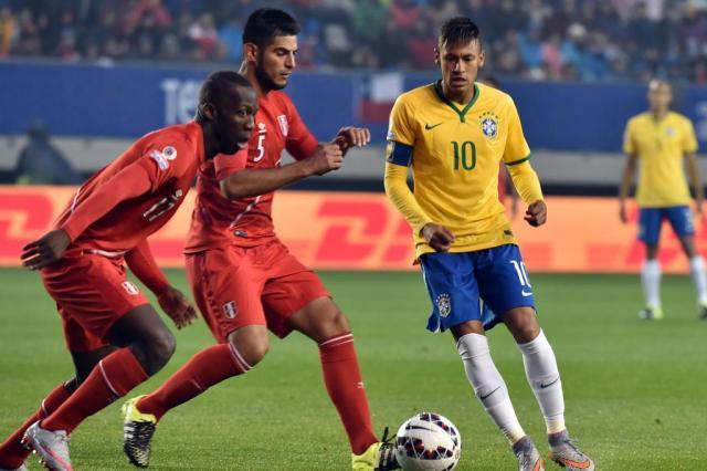 Neymar - potencializado pela Rede Globo - torna a seleção cada vez mais dependente de suas firulas