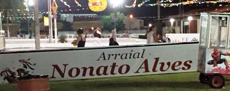 """A placa homeageando """"Nonato"""" no lugar de """"Donato"""". O vazio do terreiro é uma outra história..."""