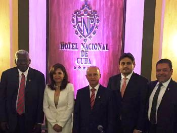Com colega, no Hotel Nacional de Cuba