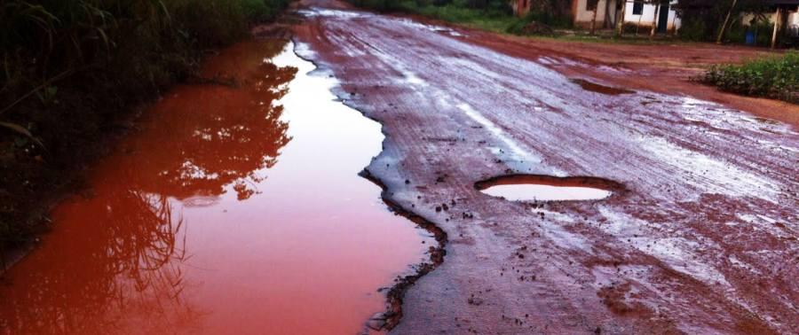 Os trechos com asfalto estão todos assim, esburacados em toda a xtesnão