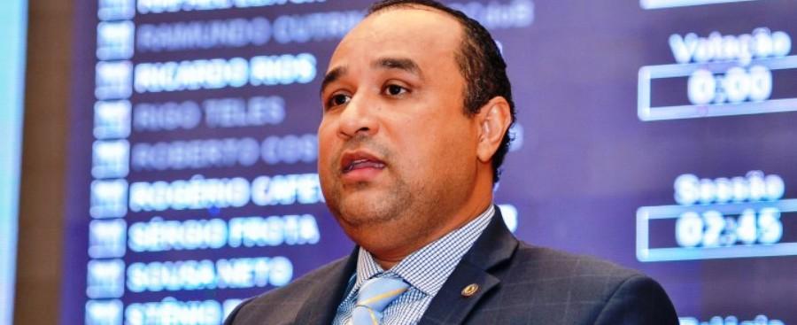 Roberto Costa destacou a visita do ministro em discurso na Assembleia
