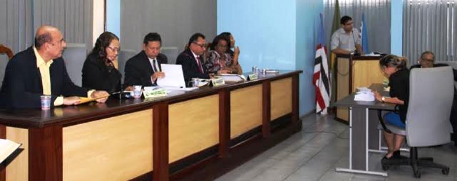O prefeito Ribamar Alves participou dos debates na Câmara