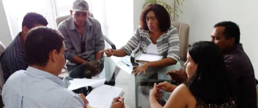 Rose Sales e os feirantes, com Lula Fylho...