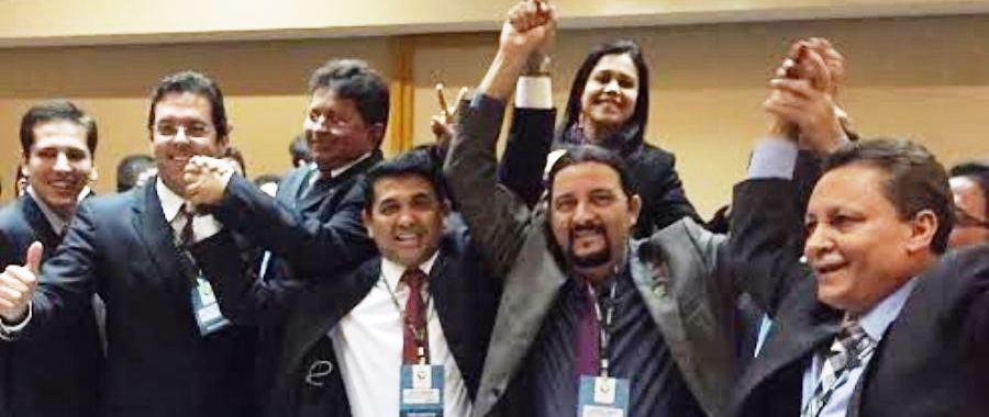 Júnior Verde, com o colega Wellington e os demais eleitos para o Parlamento Amazônico