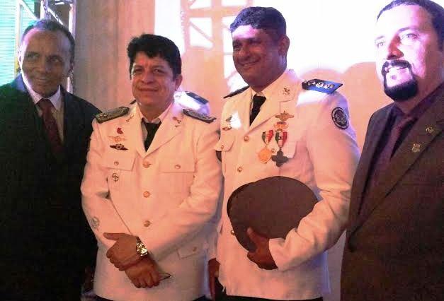 Júnior Verde com os oficiais BM