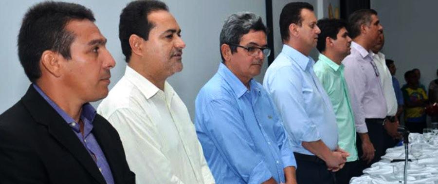 Kassab, entre vereadores, vice-prefeito César Soares, prefeito Filuca, Victor Mendes e Trinchão
