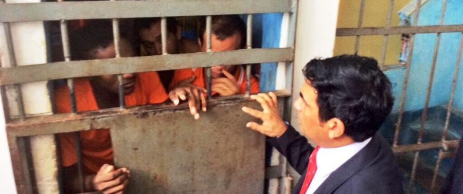 Wellington do Curso conversa com presos: superlotação é o mínimo