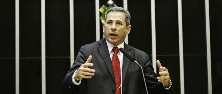 Zé Carlos, na tribuna da Câmara Federal