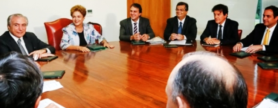 Dilma com temer e os governadores. Dino tentou aparecer bem e se deu mal...