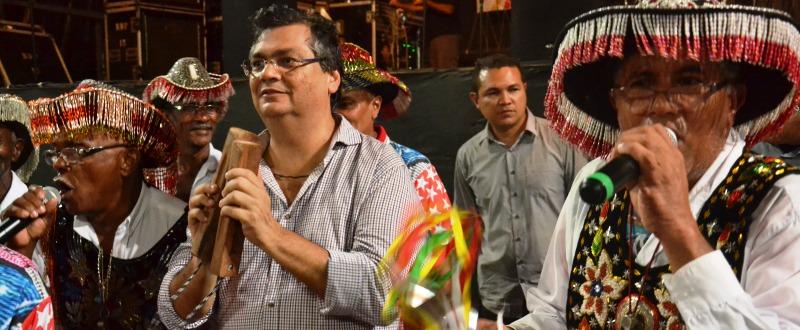 Flávio Dino no São João; fora de contexto, acabou com as festas populares...