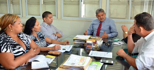 Geraldo castro com os representantes da Educação em São Luís