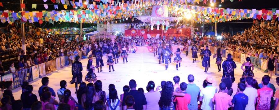 O público lotou o espaço da festa para ver as atrações do Arraiá do Xaxado