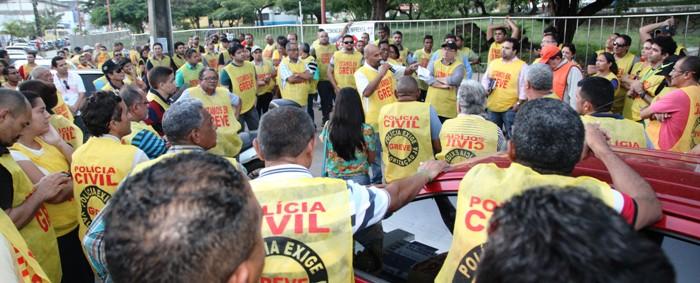 Policiais reunidos no parque do Bome Menino (imagem: De Jesus/O EstadoMaranhão)