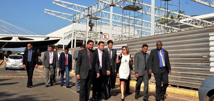 Deputados percorreram vários setores do aeroporto