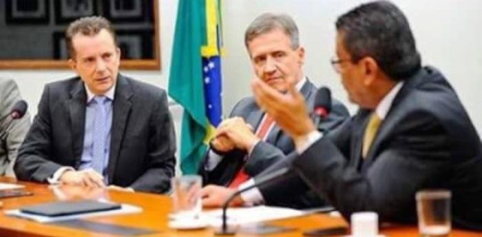 Aluísio articula na mesa de negociações com parlamentares de todo o país