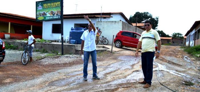 Alçan Linhares conversa sobre a situação no povoado