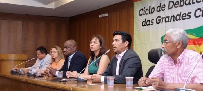 Parlamentares reunidos para discutir política
