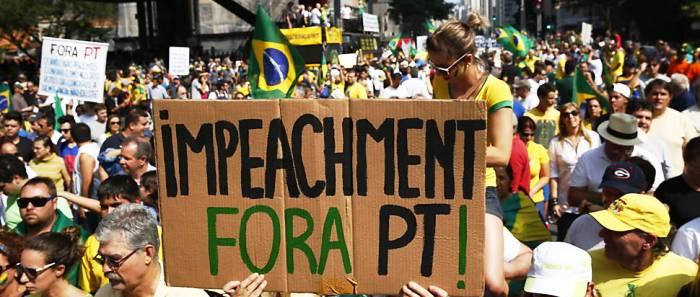 """Mobilização de brasileiros contra o governo. """"Muita coisa é furto disso"""", diz a deputada"""