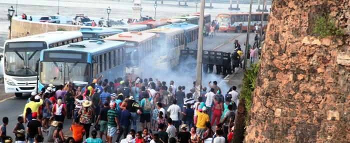 Manifestantes da Vila Nestor: reprimidos com violência