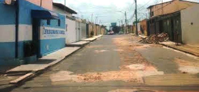 Rua no São Domingos I após passagem da prefeitura: ainda pior do que antes