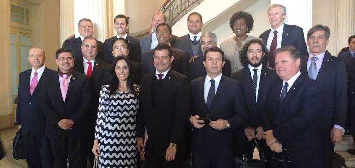 O parlamentar maranhense com os colegas