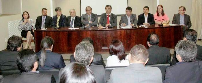 Governador e auxiliares pintando o caos aos parlamentares