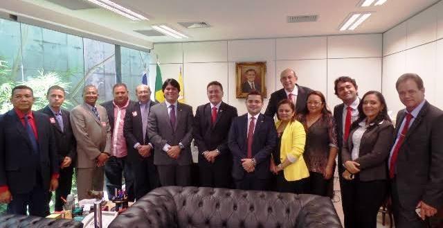 O senador Roberto Rocha também recebeu o deputado e os prefeitos
