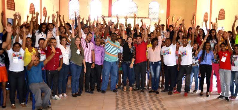 Alan Linhares com Tatiana e os participantes da conferência